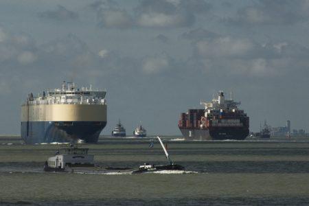 schepen op Westerschelde tegen Vlissingen