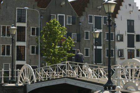 gietijzeren brug londense kaai met pakhuizen